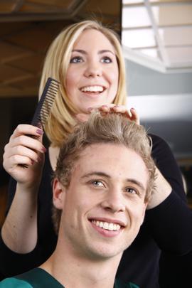 Die Maske für das Haar das Eigelb und der Mayonnaise