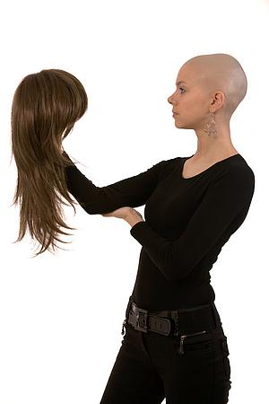 Der Haarausfall von der Aufnahme der Hormonalen